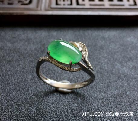 翠色镶白金钻石冰种翡翠戒指.jpg