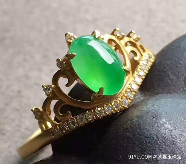 高冰阳绿皇冠戒指.jpg