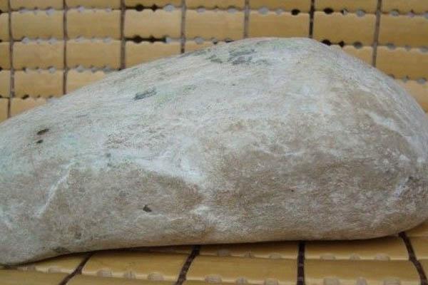 白沙皮翡翠原石