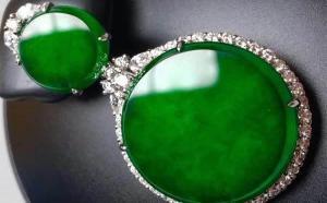 """原来翡翠的""""辣绿""""是指这种绿,颜色越""""辣""""就越值钱吗?"""