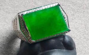 翡翠阳绿贵还是翡翠辣绿贵?