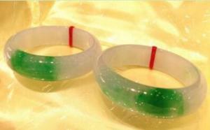 天然a货翡翠玉镯子价格50万元以上的飘绿玻璃种手镯