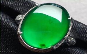 为什么翡翠淡阳绿如此贵,阳绿翡翠到底属于什么级别?