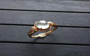 佩戴翡翠戒指有什么讲究,不同的造型有不同的效果