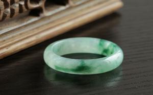两种全翡翠戒指,翠友说更喜欢这种单纯的感觉