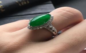 翡翠马眼戒指吸引女人,价格更吸引人!
