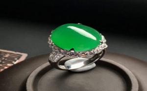 翡翠戒指的价值在于颜色,90%的人不懂怎么看色!