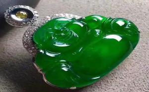 万元翡翠帝王绿图片,这几款帝王绿饰品,只需一眼就无法自拔了!
