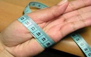 怎样测量手镯尺寸?这样测好的翡翠手镯,戴上去正适合