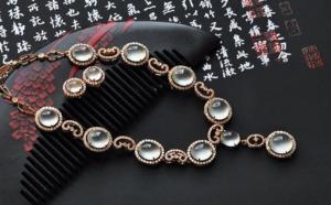 翡翠鑲嵌類飾品有什么特色,其價值是什么?