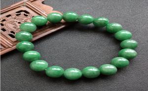 翡翠手串中的阳绿和满绿,哪个更好?