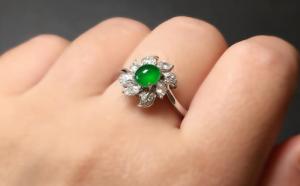 怎么选购翡翠戒指?其关键要注重什么?