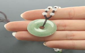 翡翠平安扣的由来,其寓意代表是什么?