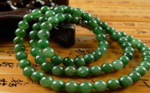 原石车出满绿翡翠珠子,这条翡翠珠链值了