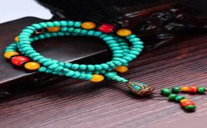 女士应该怎么搭配绿松石珠子?推荐这一种