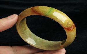 黄加绿手镯值得入手吗?购买黄加绿手镯要注意什么?