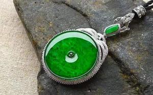 平安扣翡翠什么颜色的最好?祖母绿?