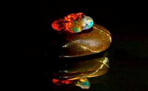 火欧泊是怎么形成的?是矿物质元素的集合体吗?