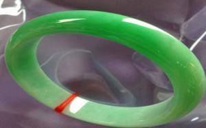 翡翠手镯常见有几种颜色?哪种颜色最贵?