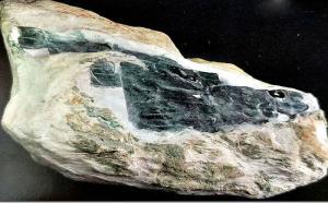 翡翠的皮壳有哪些?山石皮壳特征是什么?