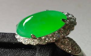 翡翠戒指款式有哪些?翡翠镶嵌戒指如何挑选?