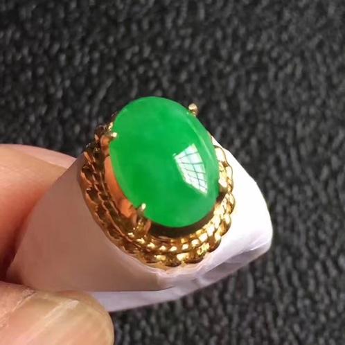 阳绿翡翠戒指