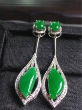 满绿耳坠 料子细腻 冰透水润 颜色鲜亮
