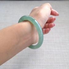 天然翡翠冰种油绿圆条手镯