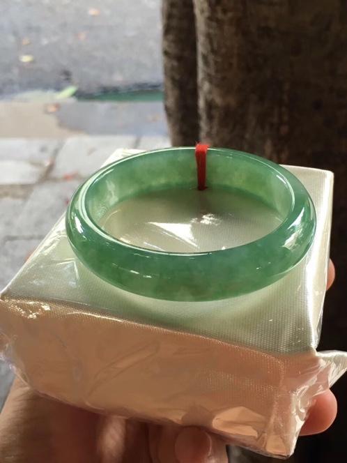 天然翡翠冰种满绿贵妃手镯