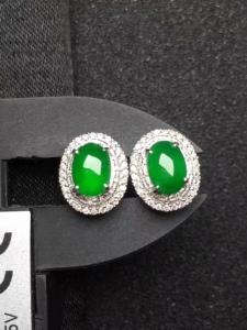 18K金镶嵌满绿蛋面耳钉