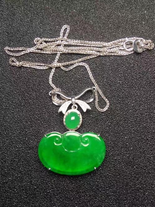 天然翡翠A货冰种正阳绿元宝如意锁骨链吊坠