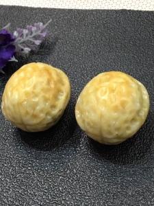 天然翡翠核桃糯种黄翡手玩件