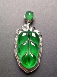 A货翡翠豪华镶嵌满绿树叶吊坠