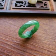 天然翡翠飘绿冰糯种戒指