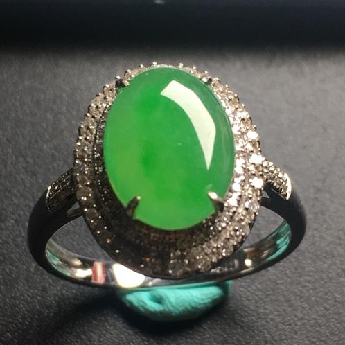 翡翠阳绿蛋面戒指