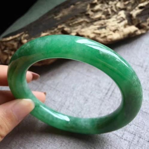 满绿翡翠圆条手镯