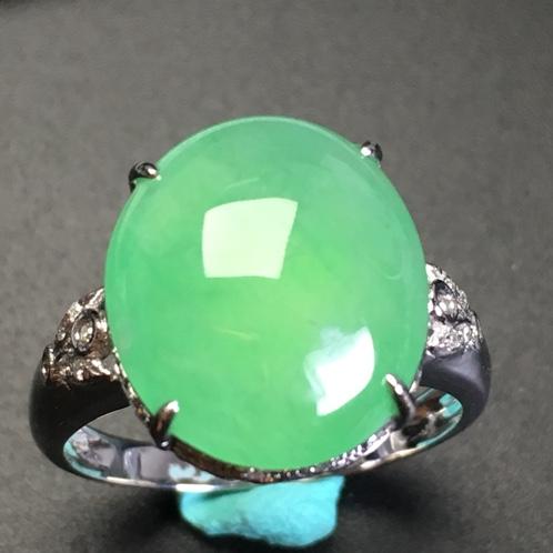 阳绿蛋面翡翠戒指