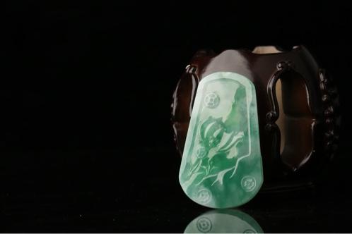 缅甸翡翠a货冰种满绿如意挂件