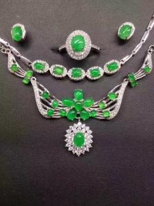 s925银镶翡翠蛋面阳绿项链+手链+戒指+耳钉套件