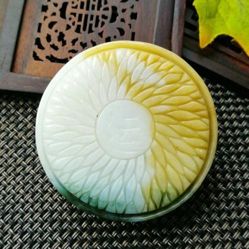 缅甸翡翠黄加绿摆件