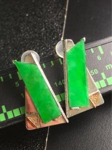 18K金镶嵌阳绿菱形翡翠耳钉