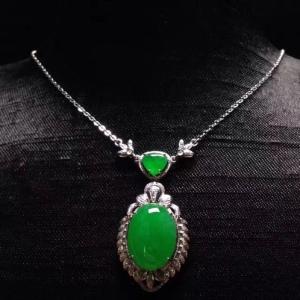 翡翠A货冰阳绿蛋项链18k金奢华钻石镶嵌