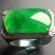 阳绿马鞍翡翠戒指