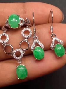 s925银镶阳绿蛋面戒指+项链+耳坠套件