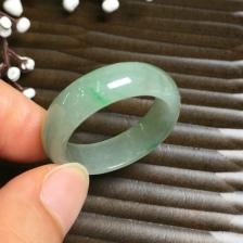 飘绿指环戒指