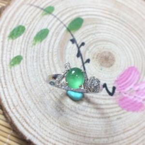 款式时尚18K金钻镶嵌翡翠女戒