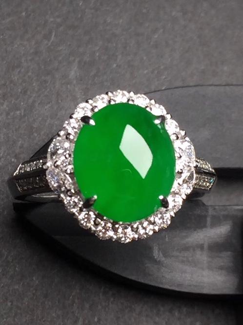 翡翠满绿蛋面戒指