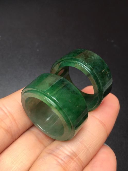 绿方形冰糯种翡翠戒指