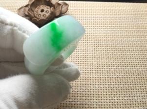 天然翡翠飘阳绿戒指