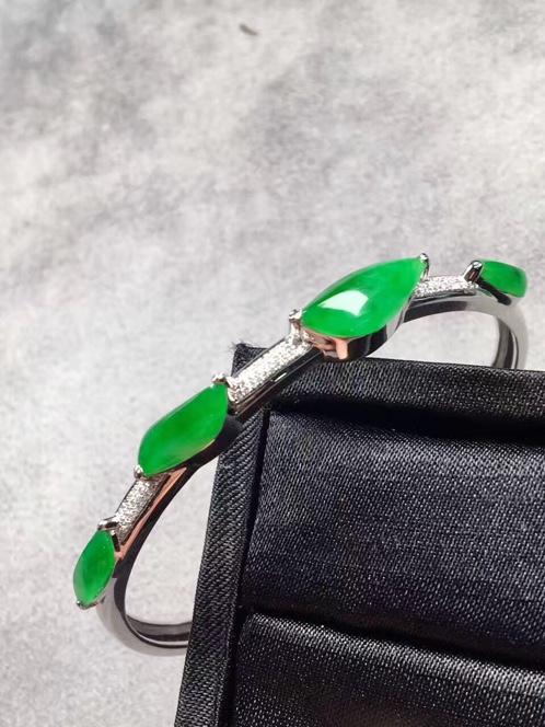 满绿随形镶嵌翡翠手环